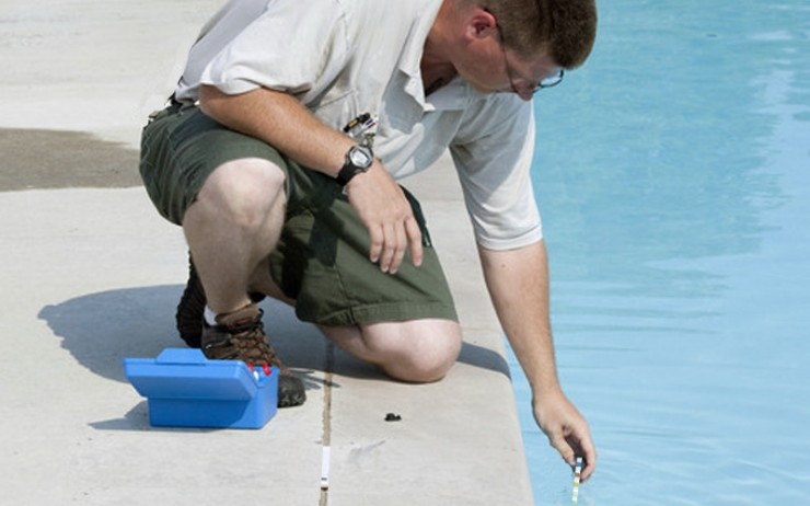 Testing the Pool Water before and after using Flocculant