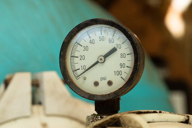 Cartridge filter pressure gauge